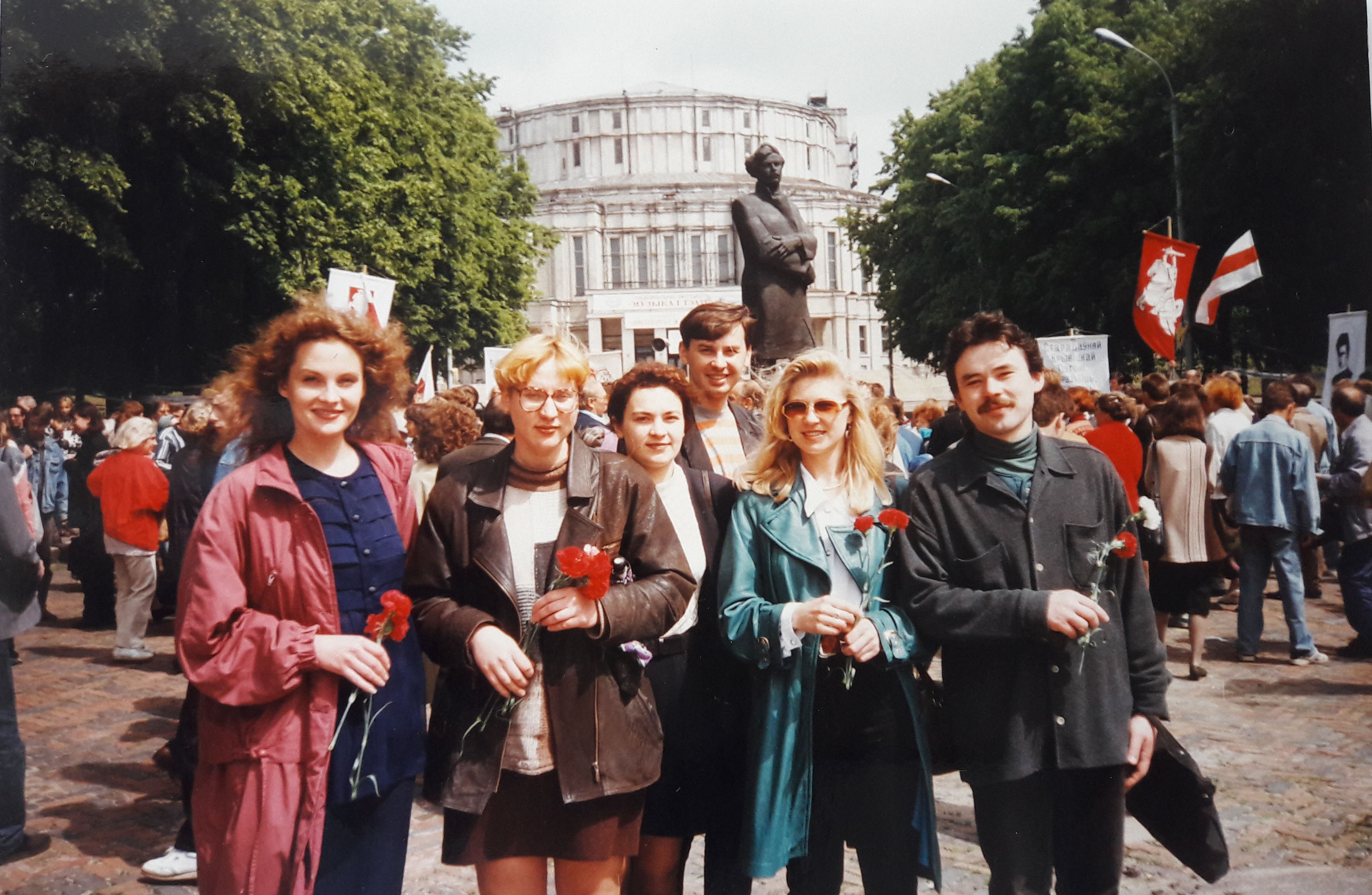 The staff of the Maksim Bahdanovich Museum at the commemoration of the poet. Minsk, May 1996/97. Photo: Tatsiana Reviaka (second from right).