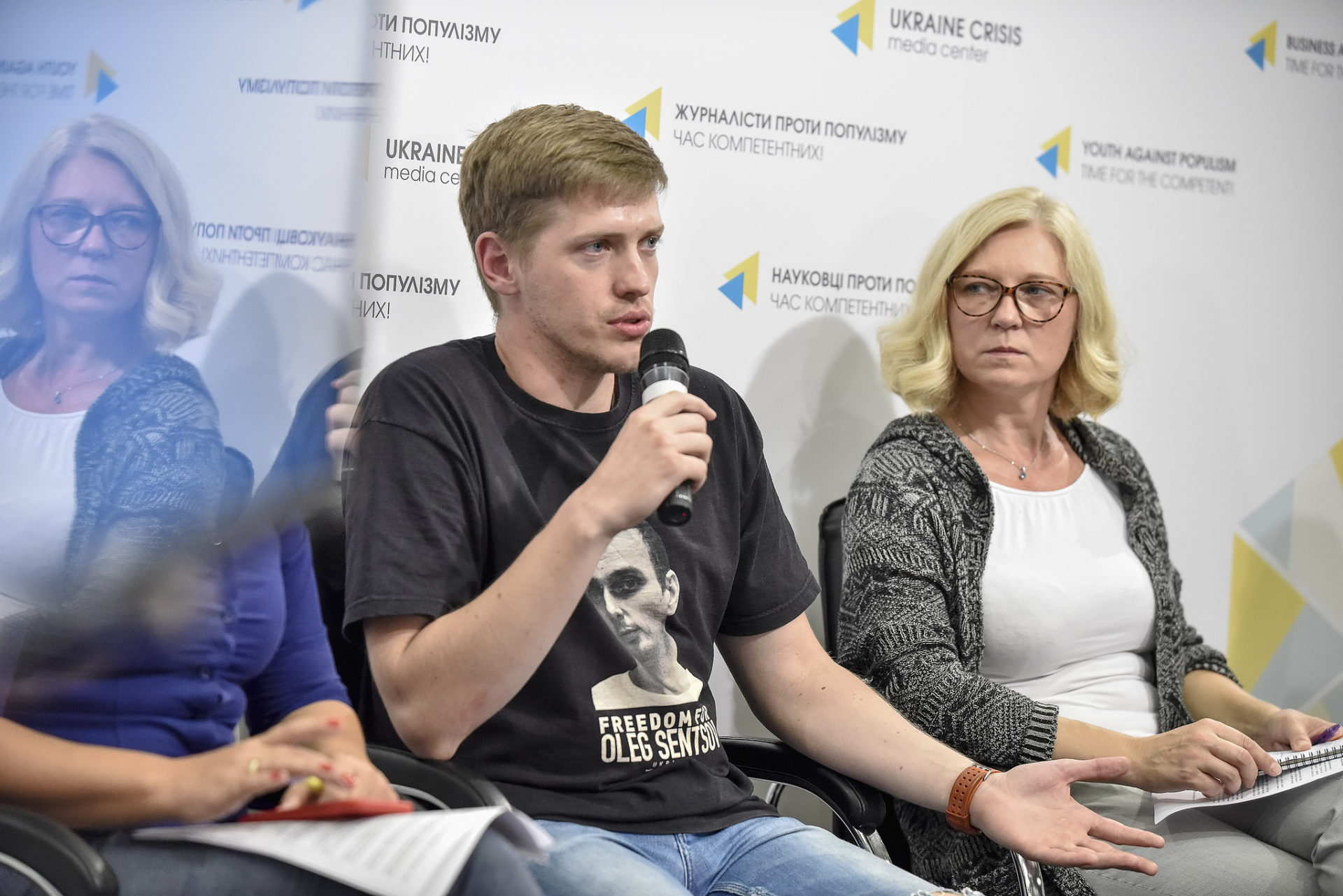 In September 2018, representatives of three Human Rights Houses visited Crimea on a human rights monitoring mission. Mission members Kyrylo Iyekimov (Educational Human Rights House Chernihiv) and Tatsiana Reviaka are pictured here at a press conference in Kyiv, presenting their findings.