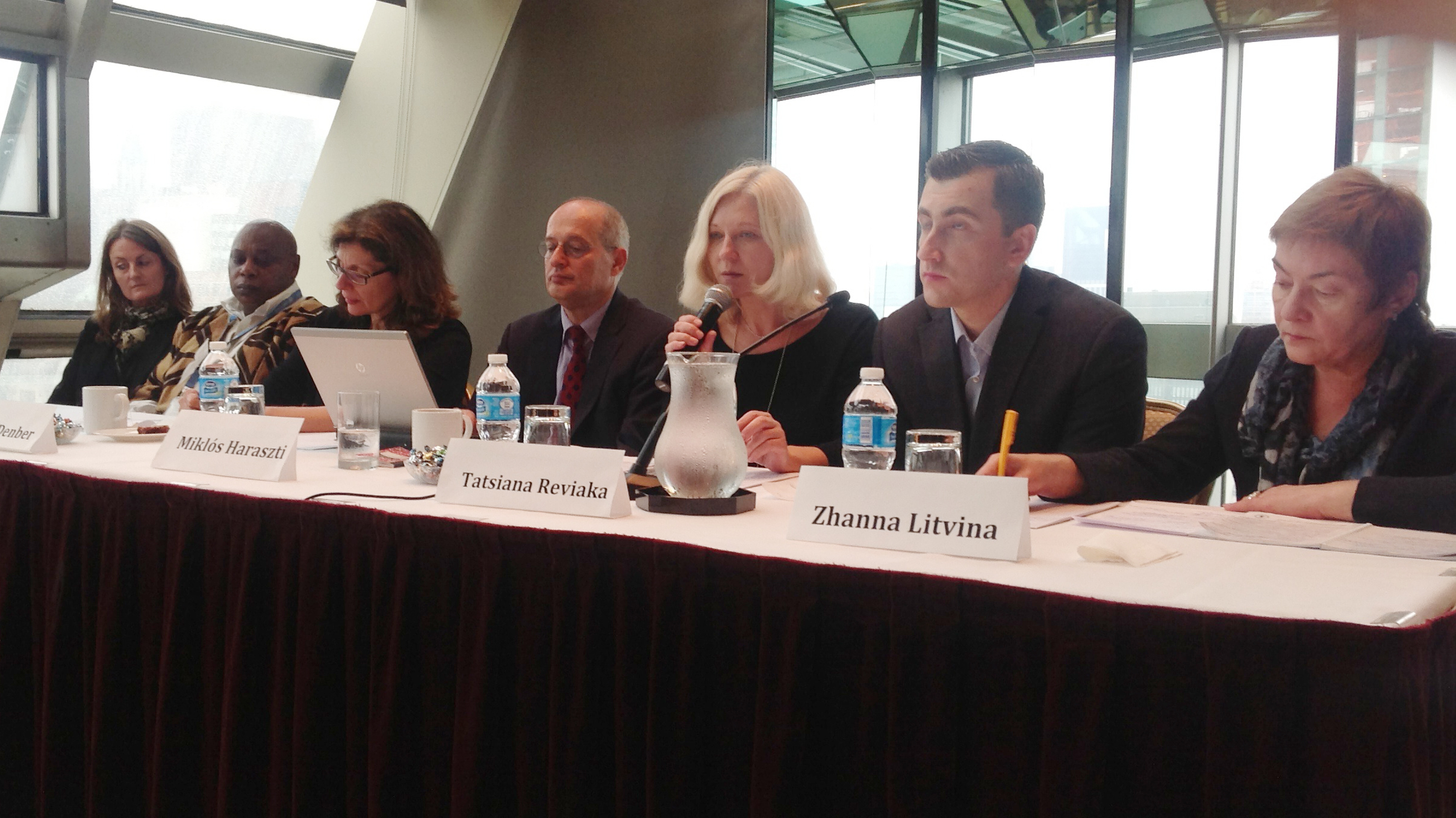 Tatsiana Reviaka raises the human rights situation in Belarus at the United Nations in New York in 2013. The panel includes Maria Dahle and Zhanna Litvina on a panel alongside Maina Kiai (the former Special Rapporteur on the freedoms of assembly and association), and Miklós Haraszti (the former Special Rapporteur on Belarus), and others. Photo: humanrightshouse.org
